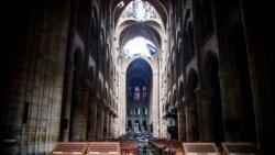 Notre Dame ဘုရားေက်ာင္း ၅ ႏွစ္အတြင္းျပန္ေဆာက္ဖို႔ ျပင္သစ္သမၼတ ကတိျပဳ