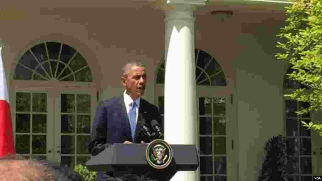 奥巴马总统向尼泊尔地震遇难者致哀 (美国之音张蓉湘拍摄)