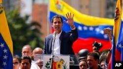Хуан Гуайдо виступає перед прихильниками на мітингу, де оголосив себе тимчасовим президентом. 23 січня 2019 року.