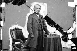 Endryu Jonson 1868-yilda Vakillar palatasida impichment qilingan lekin Senatda oqlangan
