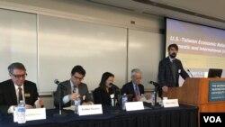 喬治華盛頓大學舉行美台關係座談會(美國之音鐘辰芳拍攝)