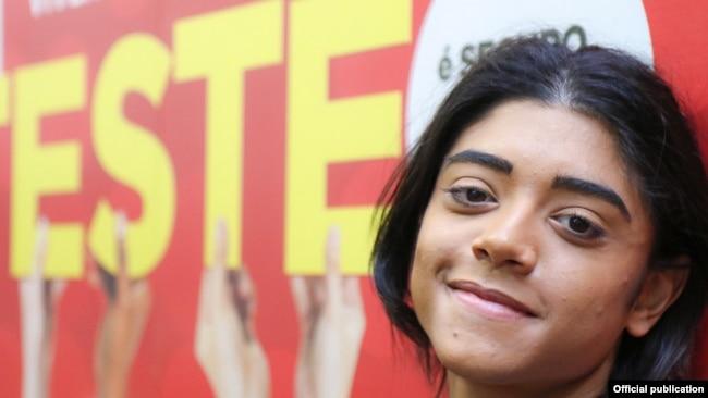 Moisés Maciel da Silva, 19, de São Paulo, Brasil, descrubrió que tenía VIH cuando cumplió 18 años. Foto: UNICEF / Danielle Pereira .