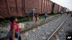 """這種火車被數以千計的移民稱為""""野獸""""。"""