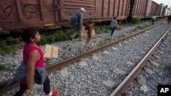 El estado de Nueva York incluso está evaluando la posibilidad de instalar un albergue temporal en la ciudad de Syracussa. Texas es el estado que más niños migrantes ha recibido por lo que muchas ciudades han expresado su desacuerdo.