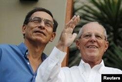 지난 2016년 페드로 파블로 쿠친스키(오른쪽) 당시 페루 대통령과 마르틴 비스카라 부통령.