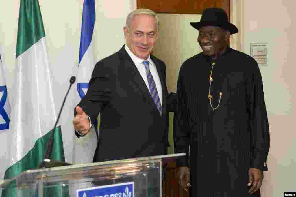 Firai Ministan Isra'ila Benjamin Netanyahu da shugaban Najeriya Goodluck Jonathan, yayin ganawarsu a ofishin Firai Ministan dake birnin Kudus ranar 28, ga watan Oktoba, 2013.