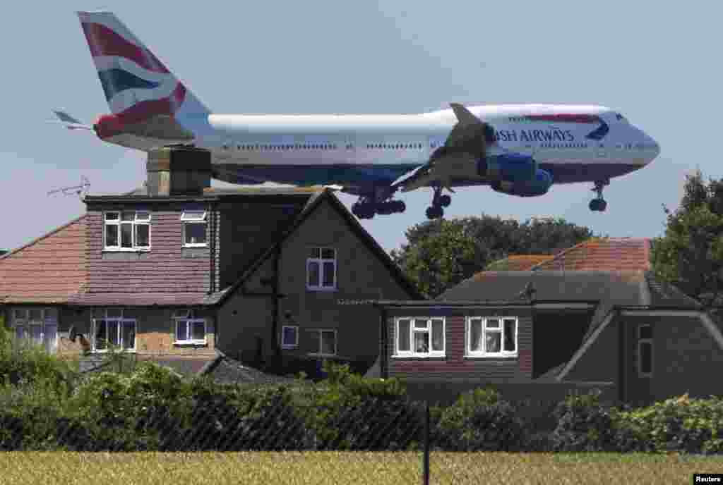 British Airways Boeing-747 Londonun Heathrow aeroportuna enir