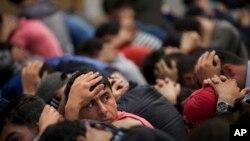 Moskvada hibsga olingan migrantlar
