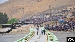 Gelek Kurdên Sûrîyê ku ji bajarên wek Şam û Helebê revîne li ser Derîyê Sêmelka ase mane