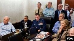 په نوي نندارتون کې د اوباما داسی ویډیوګانې هم شته چې د اسامه د نیولو یا وژلو په قوماندې ورکولو کې زړه نازړه ښکاري.