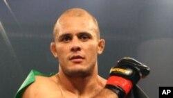 """سیر بهادر زاده، معروف به """"The Great"""" به ۲۴ مین پیروزی اش در رینگ MMA دست یافت"""