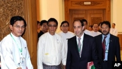Visiting UN rights envoy Tomas Ojea Quintana (C) arrives for a meeting with Myanmar's speaker of the lower house of parliament, Thura Shwe Mann (not pictured), in Naypyidaw on August 23, 2011.