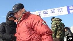 설날인 23일 한국 파주시 임진각에서 열린 실향민 망향경모제에 참석한 실향민들