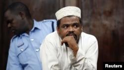 Giáo sĩ Aboud Rogo Mohammed bị Hoa Kỳ liệt vào danh sách chế tài hồi tháng trước vì cáo giác cho rằng ông tuyển mộ chiến binh và quyên tiền cho al-Shabab
