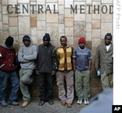 Zimbabwe migrants gathered in South Africa near the border crossing.