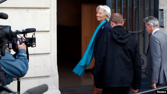 IMF chief Christine Lagarde (L) arrives to be questioned by a French magistrate in Paris, May 23, 2013.