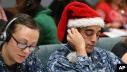 El Comando de Defensa Aeroespacial de América del Norte (NORAD, por sus siglas en inglés) sigue el recorrido de Santa Claus y su entrega de regalos.