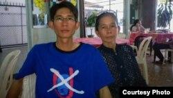 Ðinh Nhật Uy và mẹ Nguyễn Thị Kim Liên.