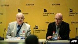 Vladimir Goati i Nemanja Nenadić na predstavljanju godišnjeg izveštaja Transparentnosti Srbija, 1. decembar 2011.