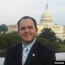 Israel Navarro, analista político.
