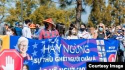 Đa số người Việt tuần hành chống kỳ thị người gốc Á ở Little Saigon là người trẻ