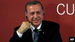 Ngân hàng Asya trở thành nạn nhân của vụ tranh giành quyền lực giữa Tổng thống Recep Tayyip Erdogan và đảng AK đương quyền với Giáo sĩ Hồi giáo Fetullah Gulen.