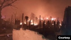 ရိုဟင္ဂ်ာ ဒုကၡသည္စခန္းတြင္း မီးေလာင္ေနတဲ့ ျမင္ကြင္း။ (ဓာတ္ပံု - U Aye Lwin - ဇန္နဝါရီ ၁၄၊ ၂၀၂၁)