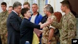 Надежда Савченко (в центре). Киев, Украина. 25 мая 2016 г.