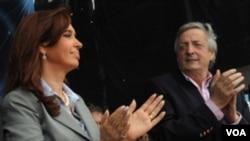 Fernández dijo que los inmigrantes generalmente hacen los trabajos que los nacionales no quieren hacer.