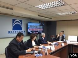 前国民党立委帅化民2017年5月15日谈台湾国防(美国之音记者申华 拍摄)