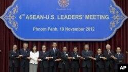 19일 캄보디아 프놈펜에서 열리고 있는 아세안 정상회의에 참석한 세계 각 국의 정상들.
