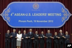 FILE - U.S. President Barack Obama, fifth from left, stands hand in hand with ASEAN leaders for a family photo during the ASEAN-U.S. leaders' meeting at the Peace Palace in Phnom Penh, Cambodia, Monday, Nov. 19, 2012. (AP)