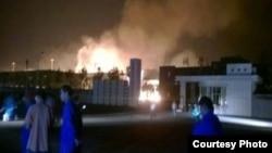 山东淄博一家化工厂爆炸起火(2015年8月22日,网民微博图片)