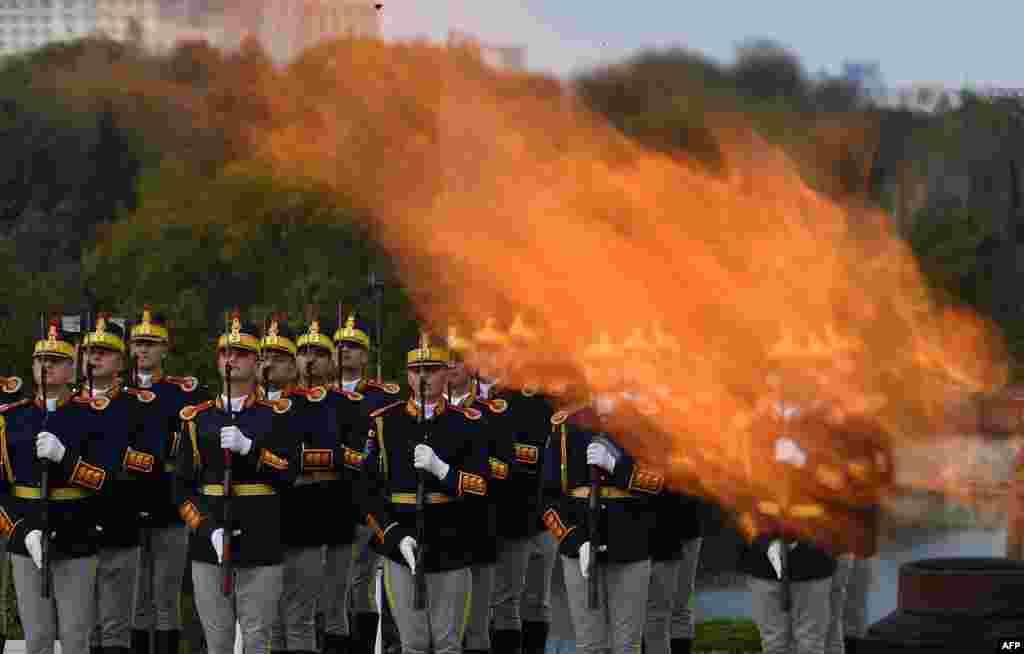 Romanya Bükreş'te Ordu Günü kutlamaları