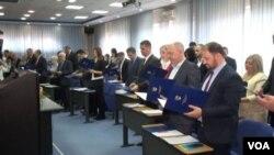 Polaganjem zakletve 35 poslanika, izabranih na nedavnim općim izborima, u Tuzli konstituisana Skupština Tuzlanskog kantona