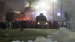 پلیس روز گذشته به سوی معترضین به نتایج انتخابات گاز اشک آور پرتاب کرد