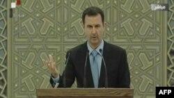 2014年7月16日叙利亚国营电视频道画面显示,阿萨德总统在大马士革总统府内宣誓就职仪式上发表讲话。