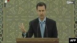 Presiden Suriah Bashar al-Assad memberikan sambutan seusai upacara pelantikannya sebagai Presiden untuk masa jabatan ke-3 (16/7).