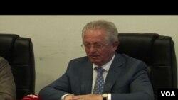 Ministar unutrašnjih poslova Kosova Skender Hiseni tokom posete Gračanici 20. avgusta 2015.