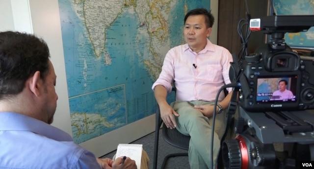 Khaosod English senior staff writer Pravit Rojanaphruk during a VOA News interview in Bangkok, April 28, 2016. (Z. Aung/VOA)