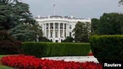 Suasana di taman bagian selatan Gedung Putih di Washington DC (Foto: dok). Para pejabat Gedung Putih mengatakan bahwa Presiden Obama akan mengambil sikap tegas terkait serangan cyber berbasis di China dalam pertemuan puncak dengan Presiden Xi Jinping pekan ini.