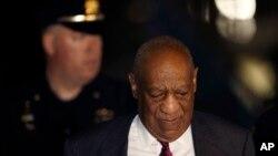 La sentencia de Bill Cosby podría llegar a 30 años de prisión si recibe la pena máxima de 10 años por cada uno de los tres cargos de asalto indecente agravado por los que fue declarado culpable.