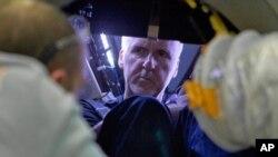 Sutradara James Cameron dalam persiapan ekspedisi selam ke dalam Samudera Pasifik setahun yang lalu. (Foto: Dok)