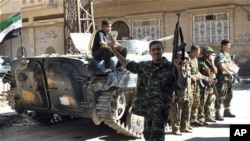 Humus'un Halideye semtinde Özgür Suriye Ordusu'na katılan bir asker