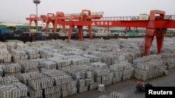چین کی ایک بندرگاہ پر تجارتی سامان کا منظر۔ فائل فوٹو