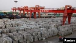中國的一個鋁錠倉庫 (資料圖片)