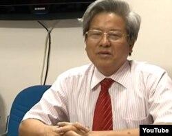 Tổng biên tập Kim Quốc Hoa đã bị Bộ Thông tin và Truyền thông thu hồi thẻ nhà báo.