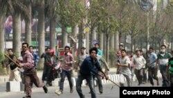 ملا عبدالقادر ته د عدالت لخوا وړاندې د عمر قېد سزا اورول شوې وه ، او د دغې سزا په ضد د جماعت اسلامي لخوا په گرد بنگله دېش کې مظاهرې شوې وې
