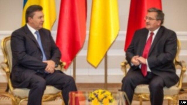 Віктор Янукович і Броніслав Коморовський під час зустрічі у Варшаві 2012 року