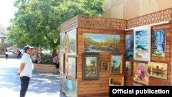 Rəssamlar 'Torqovı'ya qaytarıldı